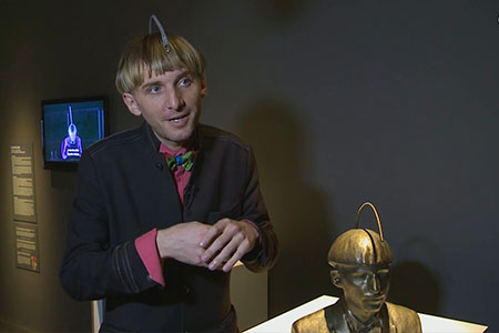 Neil Harbisson a l'exposició + HUMANS